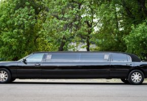 Lincoln black limo for rent in Belgrade