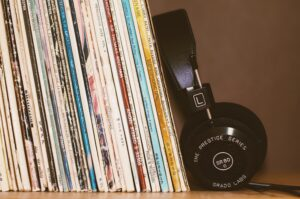 playlist-ideas-headphones-vinyls
