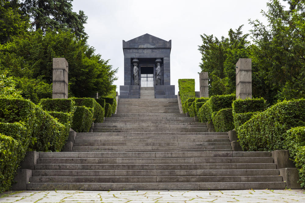 the-monument-to-the-unknown-hero